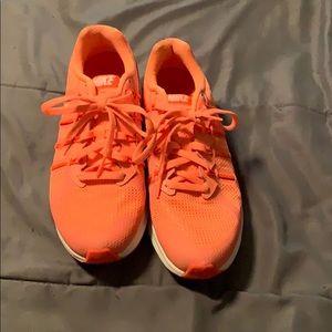 Woman's Nike tennis shoe